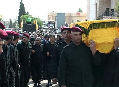 חיזבאללה לא מסרה פרטים על נסיבות המוות. הלוויית אבו עבאס ()
