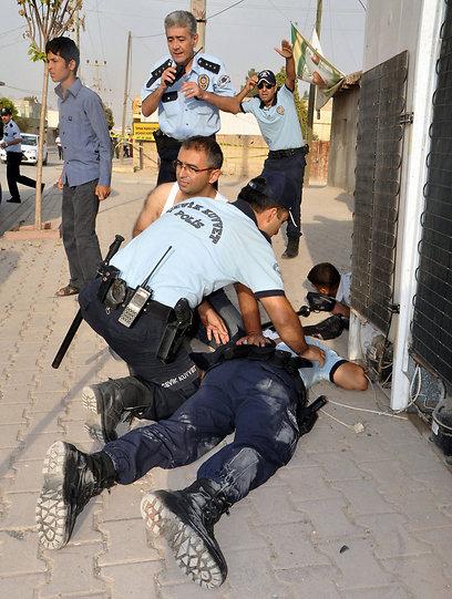 נפגעים בטורקיה אתמול (צילום: EPA) (צילום: EPA)
