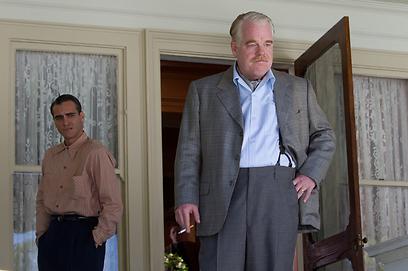 """פיליפ סימור הופמן וחואקין פיניקס ב""""המאסטר"""". שחקנים מעולים ויחסים חולים (צילום: MCT) (צילום: MCT)"""