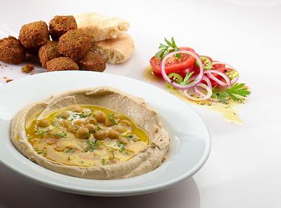 בן הזוג הלא טבעוני יכול ליהנות ממאכלים טבעוניים כמו חומוס או פלאפל (צילום: דודי מוסקוביץ')