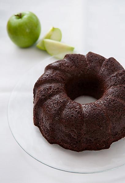 צריך לוותר על הרבה, אבל לא על הכל. עוגת תפוחים שמותרת גם לחולי סוכרת (צילום: ירון ברנר) (צילום: ירון ברנר)