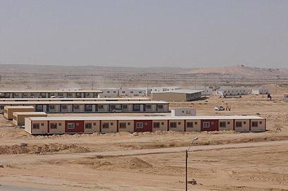 2,000 מבקשי מקלט נכלאו בישראל. המתקן בסהרונים (צילום: הרצל יוסף)