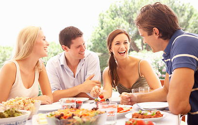 התייחסו לאוכל כמו לחבריכם לארוחה (צילום: shutterstock)