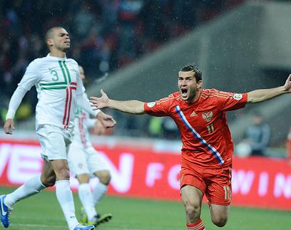 תמונת המשחק. קורז'אקוב חוגג, פפה מאוכזב (צילום: AFP)