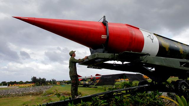 המדינה הקטנה קראה תיגר על הממשל בוושינגטון. טיל סובייטי בהוואנה (צילום: AP)