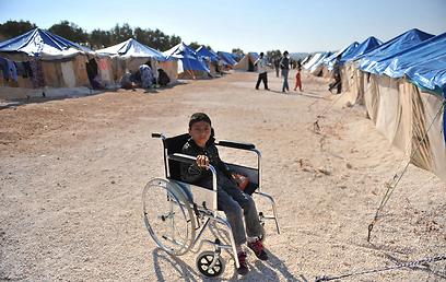 משלמים את מחיר המחאה נגד אסד. ילד סורי במחנה פליטים ליד טורקיה (צילום: AFP)