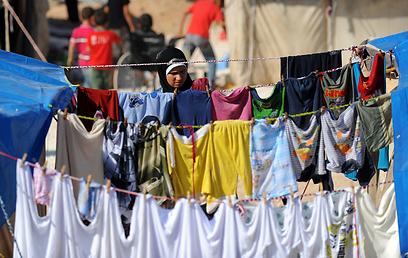 מאות אלפי סורים נמלטו מסוריה למדינות שכנות (צילום: AFP)