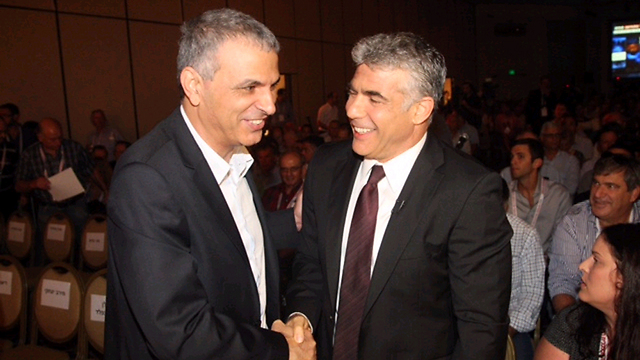 Kahlon and Lapid. Secret talks to join forces in next elections (Photo: Motti Kimchi)