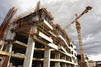 """נדנדת נדל""""ן: כשהמחירים יורדים - הבנייה נעצרת (צילום: shutterstock)"""