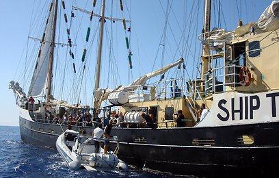 """הספינה """"אסטל"""" (צילום: AFP) (צילום: AFP)"""