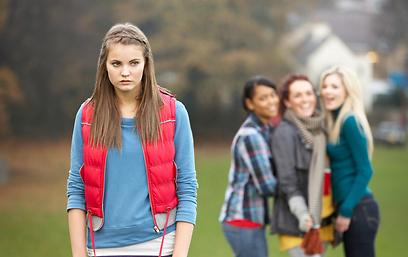 חרם? עדיף להורים לא להתערב מול כל הכיתה (צילום: shutterstock) (צילום: shutterstock)
