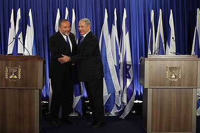 Ticket to the big leagues. Lieberman (L), PM announce merger (Photo: Gil Yohanan)