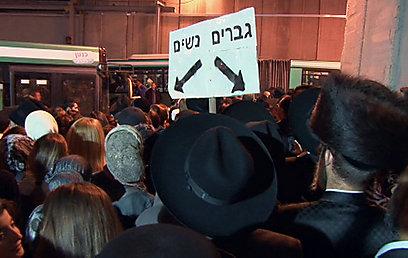 ממתינים שעות ארוכות להסעה מירושלים - לקבר רחל (צילום: אלי מנדלבאום) (צילום: אלי מנדלבאום)