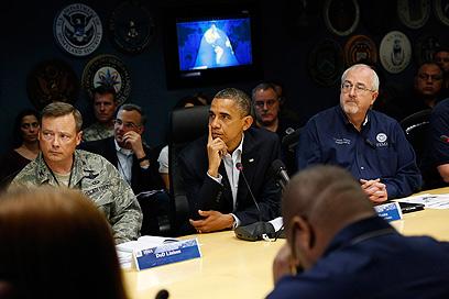 אובמה בתדרוך לקראת הוריקן סנדי (צילום: רויטרס) (צילום: רויטרס)