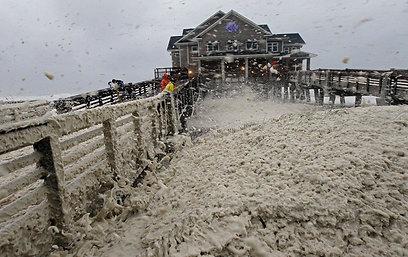 החזאים חוששים מגאות שעלולה להיות קטלנית. חוף ים בווירג'יניה (צילום: AP) (צילום: AP)