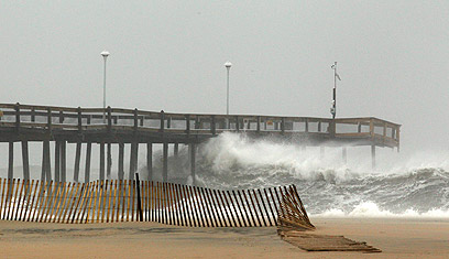 גלים גבוהים במרילנד (צילום: רויטרס) (צילום: רויטרס)