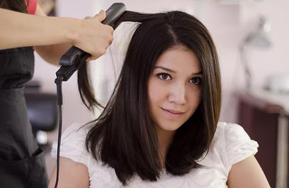 משרד הבריאות אוסר על שימוש בפורמלדהיד להחלקת שיער (צילום: shutterstock) (צילום: shutterstock)