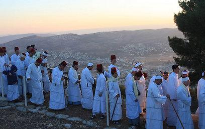 האם כך נראו בני ישראל? שומרונים בהר גריזים (צילום: איתן אלחדז) (צילום: איתן אלחדז)