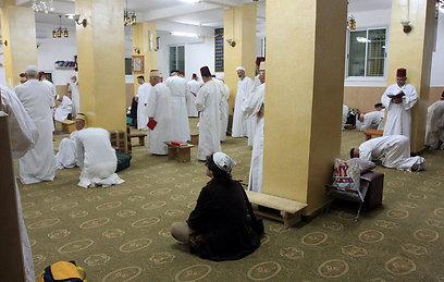 שוכרים נהג שאינו בן העדה. בית הכנסת בהר גריזים (צילום: איתן אלחדז) (צילום: איתן אלחדז)