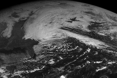 כך נראית הסופה מהלוויין (צילום: AP) (צילום: AP)