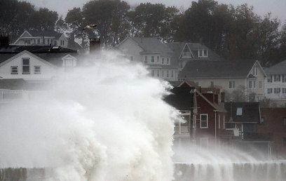 גלים נשברים במסצ'וסטס (צילום: AFP) (צילום: AFP)