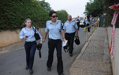 פשיטת המשטרה על המוסד, אתמול (צילום: ירון ברנר) (צילום: ירון ברנר)