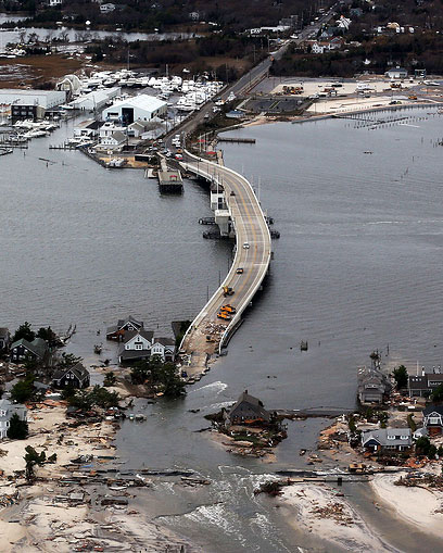 """נהרות עלו על גדותיהם בניו ג'רזי. """"גם מוסלמים נפגעו"""" (צילום: AFP)"""