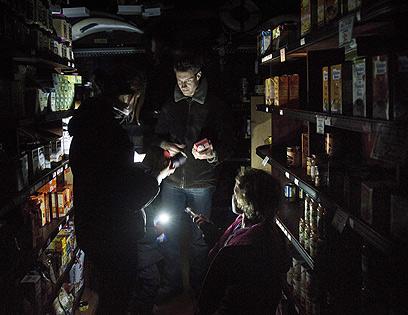 עיר בעלטה. חנות מכולת בהובוקן (צילום: AFP) (צילום: AFP)