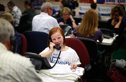 דור העתיד עם רומני? מתנדבת צעירה במטה הרפובליקני בלייקווד (צילום: רויטרס) (צילום: רויטרס)