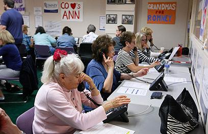 מתנדבים במטה הרפובליקני בלייקווד (צילום: רויטרס) (צילום: רויטרס)