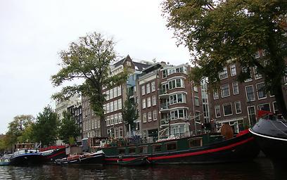 בתים צבעוניים הם חלק מהנוף הטבעי באמסטרדם (צילום: ג'קסי ) (צילום: ג'קסי )