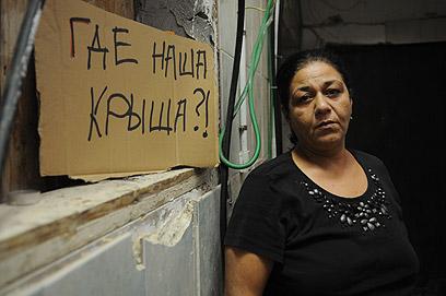 """""""אין לנו גג"""". ויולטה דנילוב, 22 שנה בבניין  (צילום: ירון ברנר) (צילום: ירון ברנר)"""