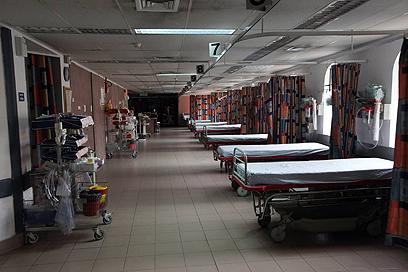 """מחלקות ריקות. """"ביקור חולים"""" (צילום: גיל יוחנן) (צילום: גיל יוחנן)"""