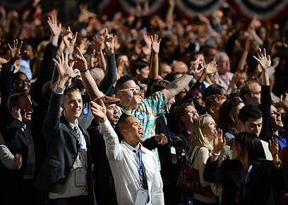 חגיגות הניצחון. תומכי אובמה במטה הנשיא בשיקגו (צילום: AFP) (צילום: AFP)