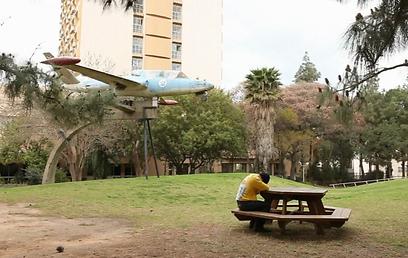 ניתאי גבירץ בגן חייל האוויר - המגרש הביתי של עמית איצקר ()