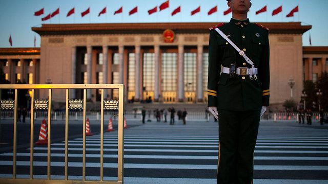 אבטחה גדולה בכיכר טייננמן, בייג'ינג (צילום: AP) (צילום: AP)