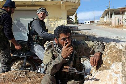 חולייה של מורדים במחוז אידליב שבצפון סוריה (צילום: רויטרס) (צילום: רויטרס)