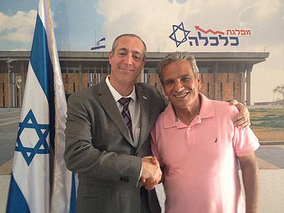 עם הצטרפותו למפלגה (צילום: משה גליק) (צילום: משה גליק)