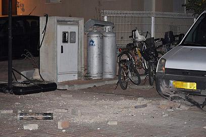 נפילת פצצת מרגמה, אמש ביישובי עוטף עזה (צילום: זאב טרכטמן) (צילום: זאב טרכטמן)