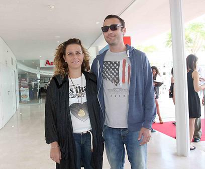 מחווה לאובמה? נועה רוטמן ובעלה (צילום: ענת מוסברג)