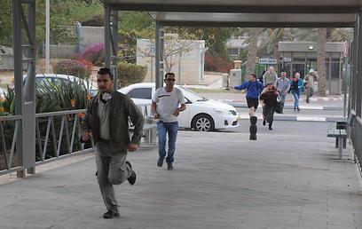 ריצה למרחב מוגן, היום בדרום (צילום:הרצל יוסף) (צילום:הרצל יוסף)