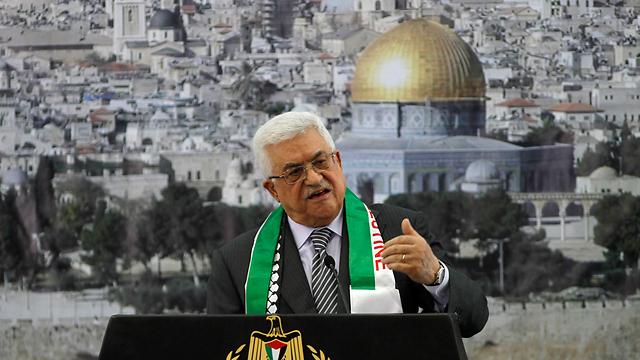 השתתף בהלוויית פרס וספג ביקורת ברחוב הפלסטיני. אבו מאזן (צילום: רויטרס)