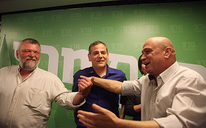 פריג', הורוביץ וגילאון חוגגים בחירות (צילום: מוטי קמחי)