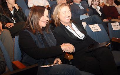 לבני ויחימוביץ' סיכמו על הפגישה בשידור חי (צילום: מוטי קמחי) (צילום: מוטי קמחי)