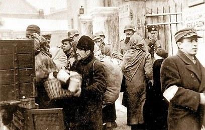 החיילים הנאצים נראו מחויכים ()