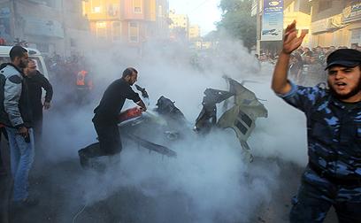 """הפגיעה במכוניתו של ג'עברי. הרמטכ""""ל פיקד על המבצע מהקריה (צילום: AFP) (צילום: AFP)"""