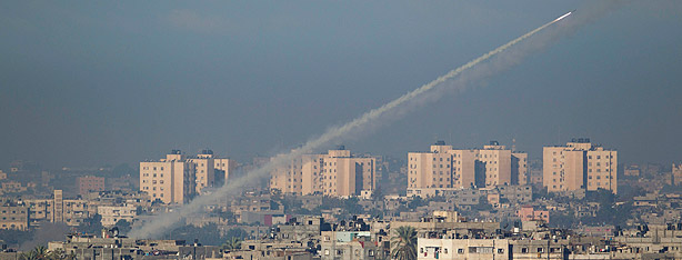 Rocket launced from Gaza on Israel (Photo: AP)
