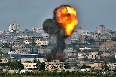 """""""עמוד ענן' זה שם נפלא"""". התקיפה בעזה (צילום: AFP) (צילום: AFP)"""