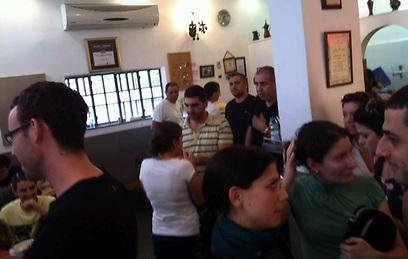 מסעדה בתל אביב בעת האזעקה (צילום: אוהד אשכנזי) (צילום: אוהד אשכנזי)