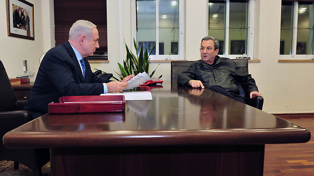 Netanyahu and former defense minister Barak (Photo: Ariel Hermoni, Defense Ministry)